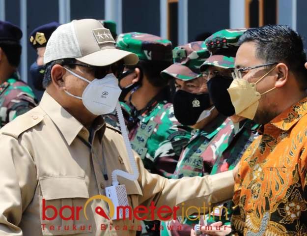 TAK SEKADAR PEMIMPIN: Prabowo Subianto memegang bahu Anwar Sadad, lebih dari sekadar pemimpin partai. | Foto: Barometerjatim.com/IST