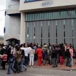 Protestas ante sede de DRFE