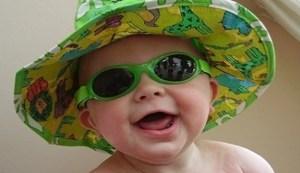 Cuide a sus hijos de los rayos ultravioleta