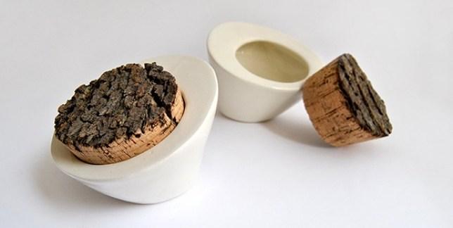 Salero de cerámica con corcho rústico