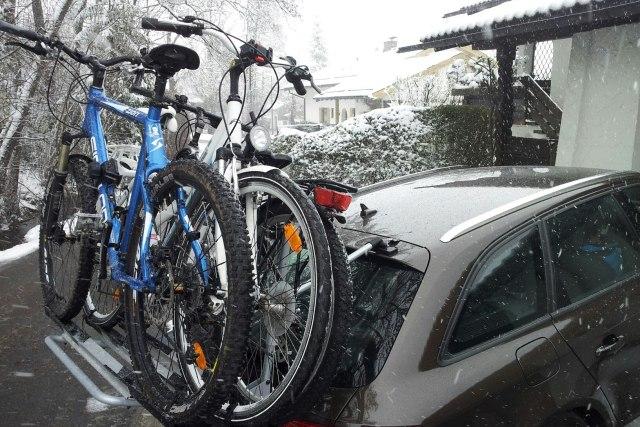 Huckepack im Schnee