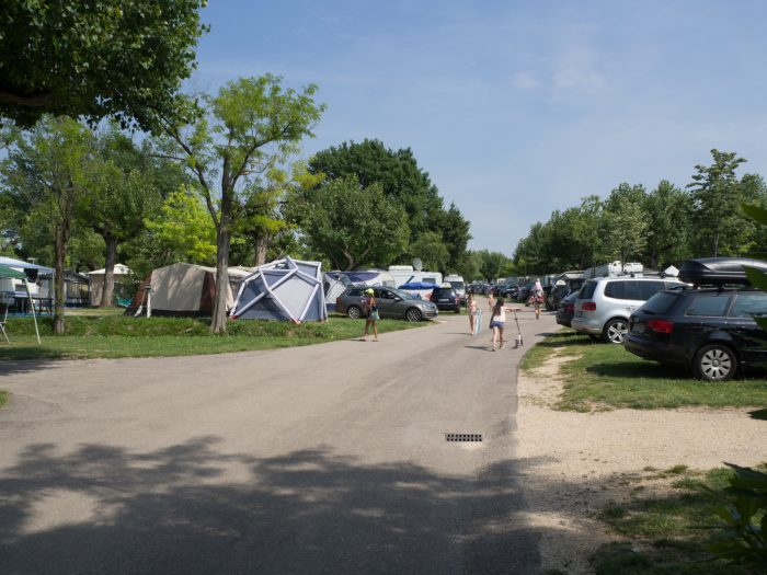 Das Zelt sticht heraus