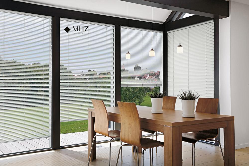 Le tende adatte per il balcone, terrazzo o giardino di casa. Tende Veneziane Bartoli Collezioni Tessili