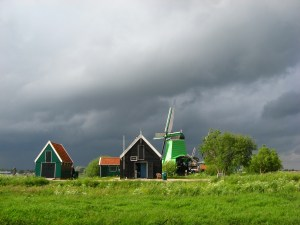 IMG_4243 - Sun and dark clouds (Zaanse Schans)