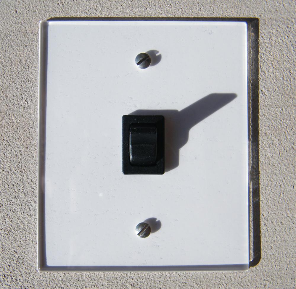 interrupteur plexi fada interrupteurs et prises au design r tro pour une d co vintage. Black Bedroom Furniture Sets. Home Design Ideas