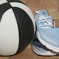 Under Armour Men's UA ClutchFit Drive II Basketball Shoes