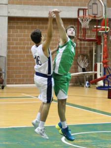 Borzì tenta la difesa su Martello (foto R. Quartarone)