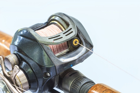 how to cast a baitcasting reel without backlash