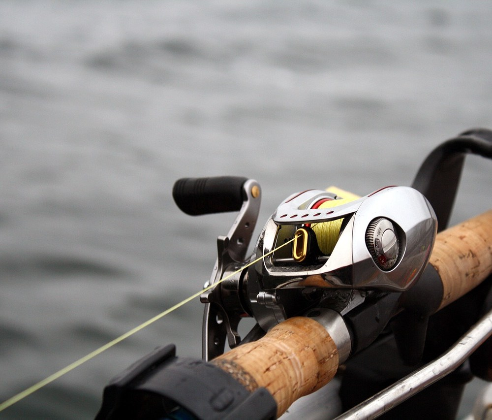 can you use WD40 on your fishing reels - best oil and grease for fishing reels