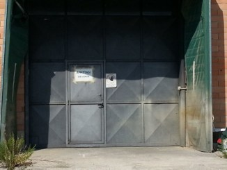 Capannoni industriali vuoti a Bastia, botta e risposta tra Renzini e Petrignani