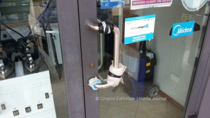Raffica di furti nella notte a Santa Lucia, assaltati tre negozi