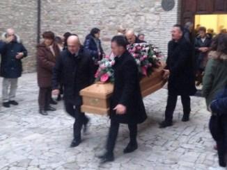 Funerale Edda, chiesa gremita al Monastero per l'ultimo saluto