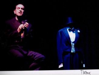 Teatro Esperia, Gennaro Cannavacciuolo tributo a Modugno Il 25 febbraio 2016 ore 21 infatti il noto attore mette in scena Volare, concerto a Domenico Modugno