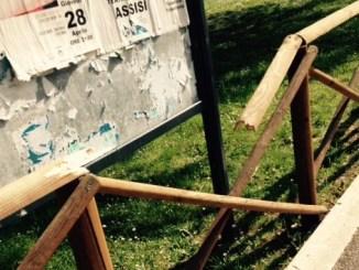 Atti vandalici ai giardini pubblici di viale Marconi