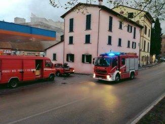 Incendio a Bastia Umbra, a fuoco macelleria di via IV novembre FOTO