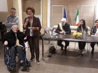 Premiata la dottoressa Adriana Barucchelli, prima laureata in Medicina a Bastia Umbra