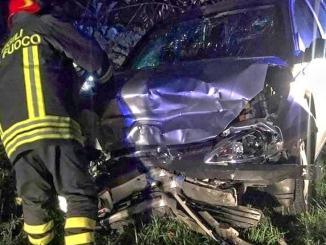 Incidente stradale lungo la strada dell'aeroporto, una donna e due minori feriti