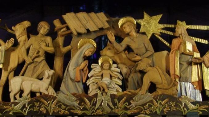 Col bacio del Bambinello si chiudono i riti del Natale