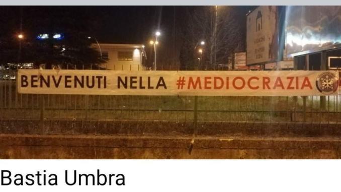 Benvenuti mediocrazia, sono gli striscioni comparsi anche a Bastia