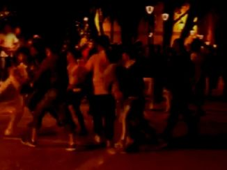 Mega rissa nella notte a Bastia Umbra, due gruppi si affrontano per una ragazza