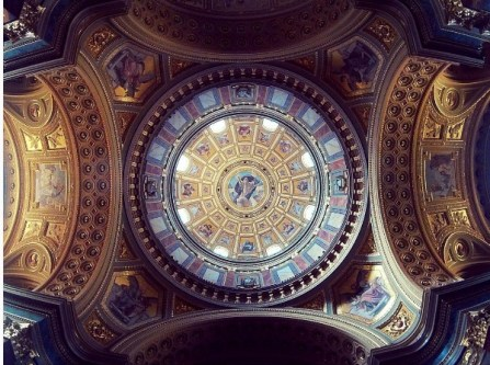 Het plafond van de beroemde Szent-István-Bazilik.