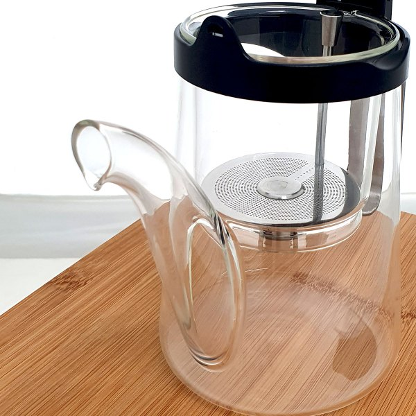 Samadoyo Glass and Stainless Steel Gong Fu Teapot - spout close up