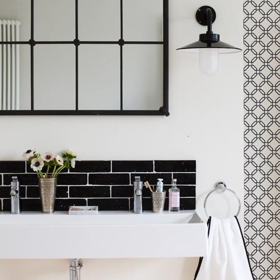 Decorating Ideas for a Monochrome Bathroom on Monochromatic Bathroom Ideas  id=21833