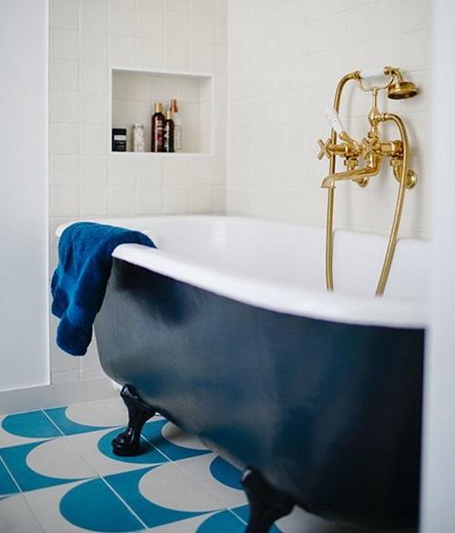 deco d une salle de bain avec baignoire
