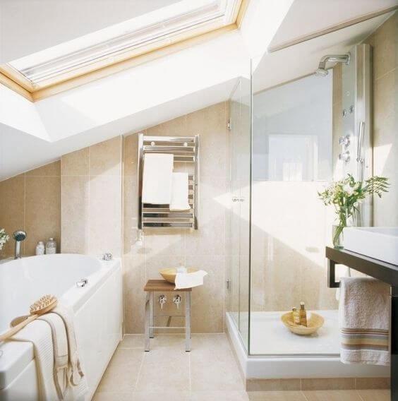 salle de bain dans un petit espace mansarde