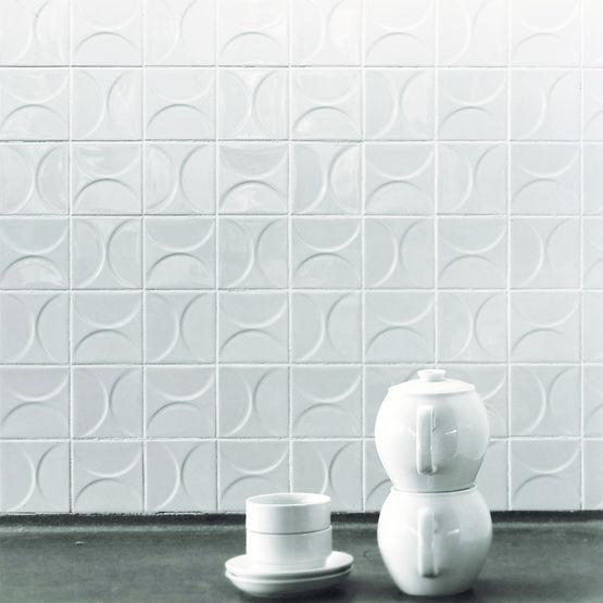 carreau mural blanc brillant a decor geometrique en relief classics kho liang ie collection