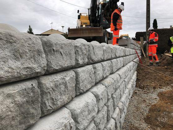Mur De Soutenement Blocs Beton Empilable Redi Rock By Pb Rock Sas Les Prefa Bressuirais