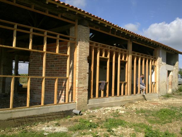 Ossature et bardage en bois. Construction d'une ossature par les Bâtisseurs d'Arcamont