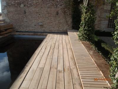 Lectoure - terrasse et banc en lame de chemin de fer en chêne