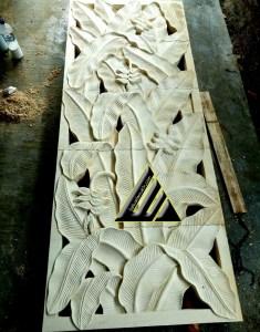 Relief motif pisang bali