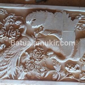 relief motif burung merak