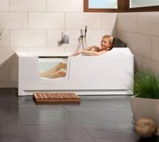 barrierefreie Badewanne mit Lift und Tür   Saniku Divina