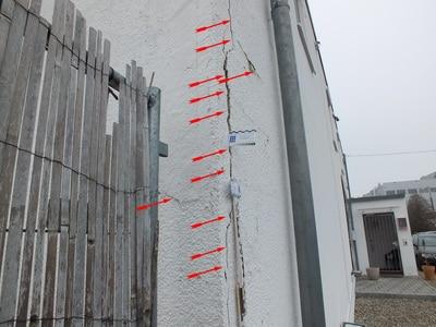 Bild: Baumangel Riss: bei Regen eindringendes Wasser verursacht später Bauschaden Bauschäden Baumängel Beweissicherung vor Baubeginn