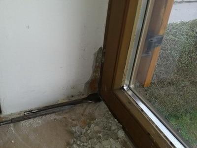 Bauschaden am Fenster Baumangel Bauschäden Schimmel Wohnung Schimmelpilz Wandecke