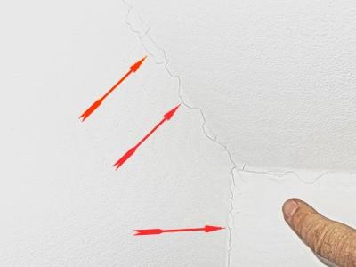Risse in Wand Risse Trockenbau Rigips Dachschrägen BAumangel Haus bzw. Wohnung