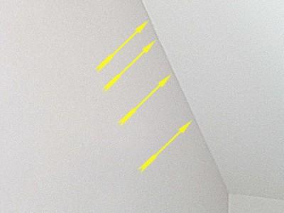 Risse in Wand Risse Trockenbau Rigips Dachschrägen in Haus bzw. Wohnung unvermeidbar