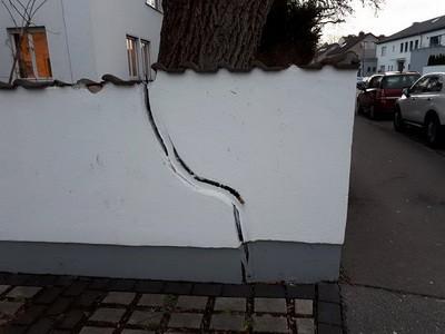 Versicherungsgutachter Schaden an Mauer durch KFZ