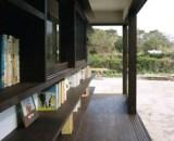 Bücherregale als Teil der Außenwände eines Hauses