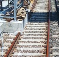 Mastfundament über Gleise betoniert
