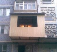 Selbstgebauter vorgehängter Balkon