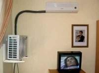 Beide Einheiten einer Klimaanlage in einem Raum