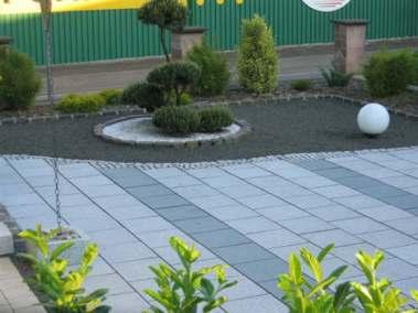 Erneuerung des Zugangs und der Außenanlagen mit Teichbau