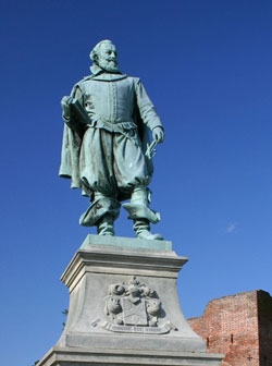 john-smith-statue