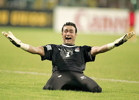 Essam El-Hadary celebrating