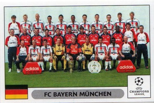 Bayern's team photo for the 2000/2001 season