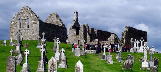 Irlands Geschichte: die Klosterruine Clonmacnoise